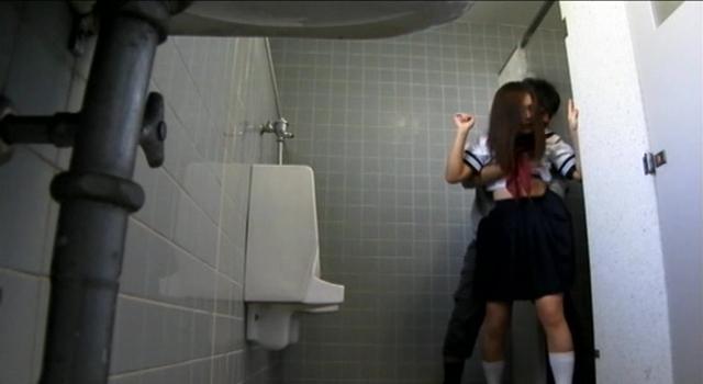 エロ動画、公衆トイレで犯される女子校生映像集の表紙画像