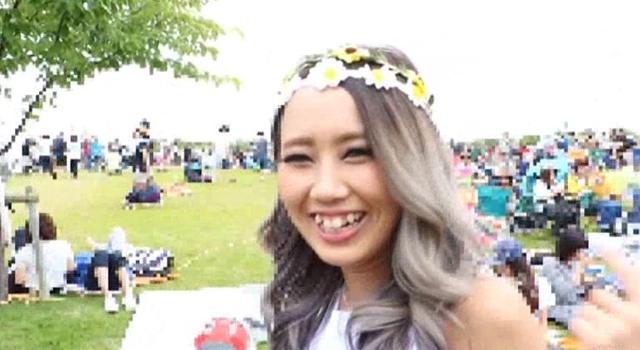 エロ動画、2度見しちゃうほど可愛い野外フェスに夢中な金髪黒ギャル 亜美ちゃん19才の表紙画像