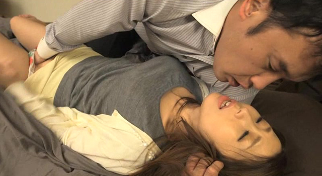 【エロ動画】人妻の淫らな体臭 篠田あゆみのエロ画像1枚目