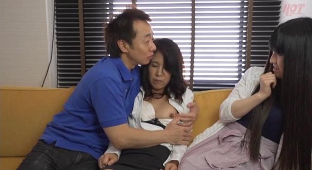 エロ動画、淫乱母娘ナンパ やっぱり親子!恥らいイキまくり!!4の表紙画像