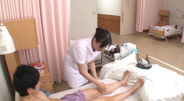 エロ動画、「『恥ずかしいからお腹は見ないで・・・』無意識な誘惑(汗だく/パンチラ/密着)で勃起させてしまうむっちり看護師はヤられても拒めない」VOL.1の表紙画像