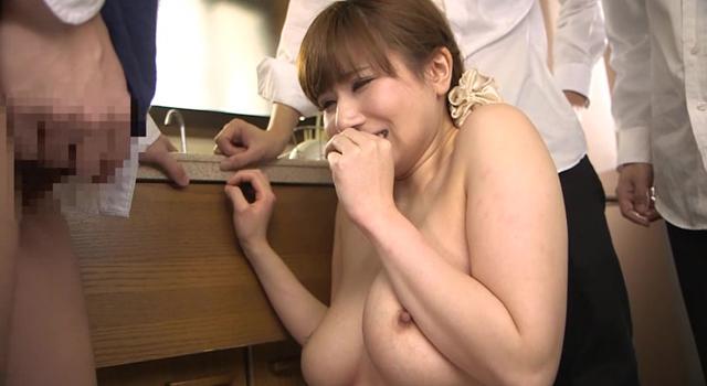 自宅を占拠され生徒達に輪姦される女教師・・・ 千乃あずみ