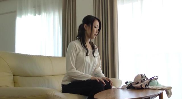 エロ動画、まさか!あの真面目な妻が…チャラい訪問販売営業マンに寝取られた 伊東真緒の表紙画像