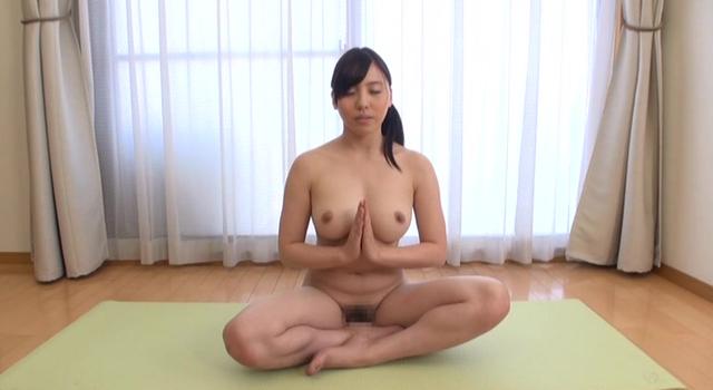 エロ動画、はだかのヨガ講師 江上しほ(23歳)の表紙画像