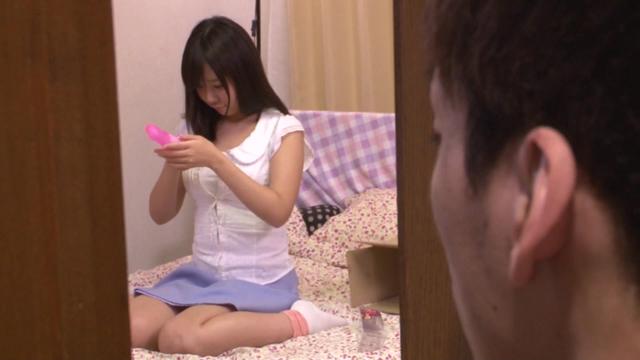 エロ動画、バイブオナニーでイキ果てる姉の痙攣尻を覗き見てしまった弟が抑えきれず後ろから即ハメの表紙画像