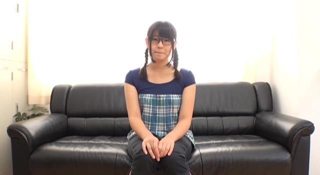 【エロ動画】ウブでまじめなメガネっ娘 佐藤さんのエロ画像1枚目