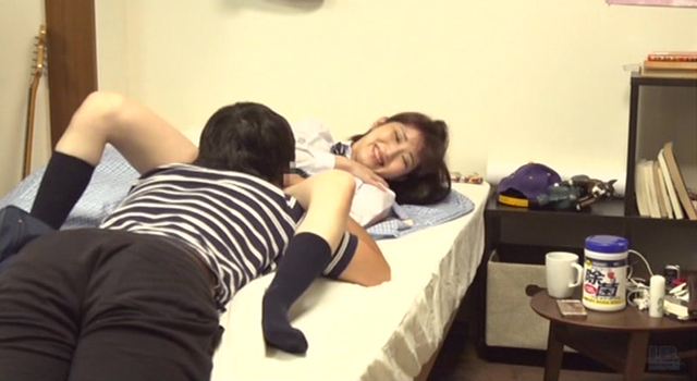 【エロ動画】一人暮らしを始めた兄の部屋に通い親の目を気にせずSEXする妹との中出し近親相姦映像のエロ画像1枚目