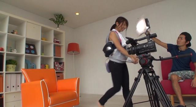 【エロ動画】テレビ番組の制作会社に勤める若手女性AD奮闘記!!業界の底辺にいる彼女たちの日常に密着!!取材交渉、大手スポンサーへの接待、大物芸能人へのお詫びの印…|このあと無茶苦茶オナニーした。