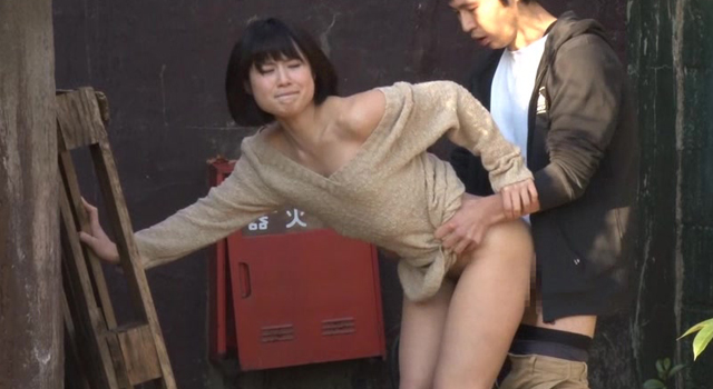 青姦スポットで他人のSEXを見た女とその場でヤレるか?