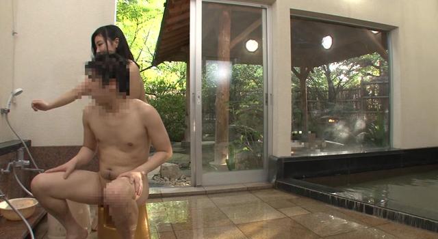 モニタリング男湯ハプニング 奥さんが見知らぬ男に人生初のアナル洗い 10分間洗ってこれたら賞金100万円