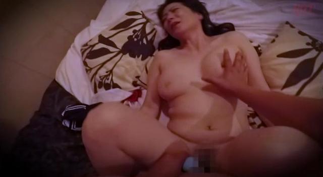 【エロ動画】勇気あるナンパ 年の差15歳以上の可愛い熟々おばさんをゲット!!20
