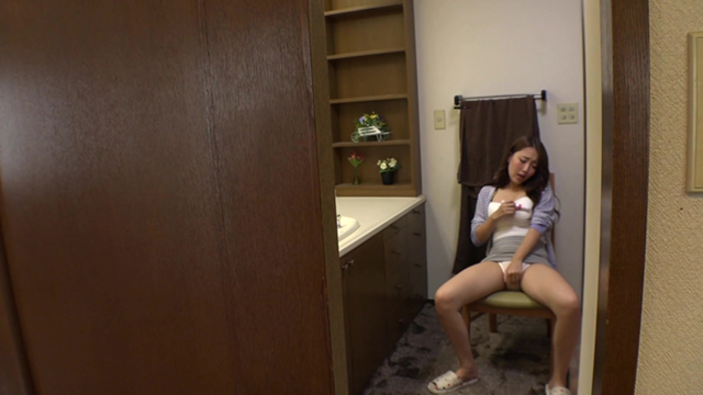 爆乳若妻が、暇をつぶすために軽い気持ちで始めてしまったオナニーにどハマり。若いころとはまた違った感覚にマ●コはぐっちょりと濡れ放題。