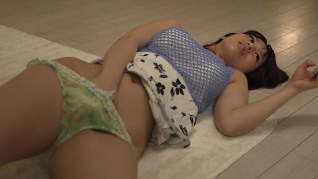 パンシミさせながら寝ている親友の巨乳彼女を寝取った俺