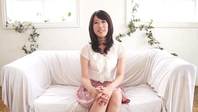 【エロ動画】33歳美熟女、奇跡の処女喪失 長谷川翔子のエロ画像1枚目