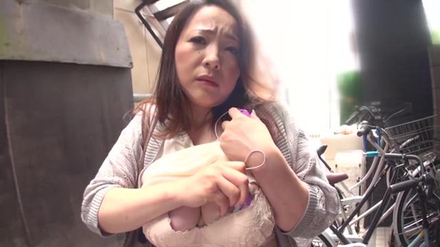 【エロ動画】出た?!94センチの関西弁デカオッパイおばさん! 柔らかすぎ!Gカップ 素人わけあり熟女生中出し 南澤ゆりえ44歳のエロ画像1枚目