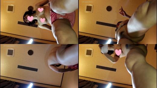 【学園コスプレフェチ】スクール水着への着替えを真下から(一眼レフカメラ)