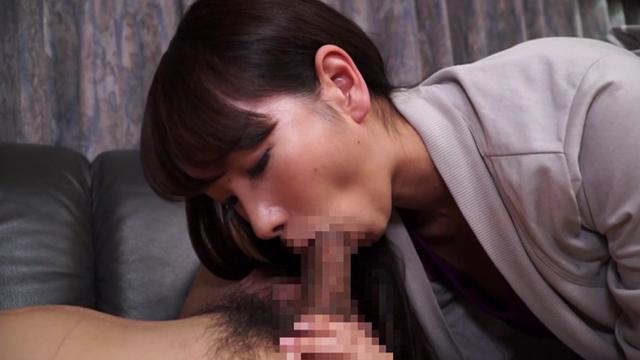 濃厚接吻若妻不倫 誰にも言えない舌と唇と唾液まみれの性行為