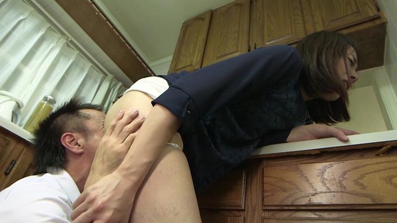 旦那に隠れて美尻妻に手を出した俺