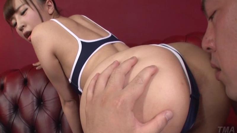 お尻の大きな美少女と性交