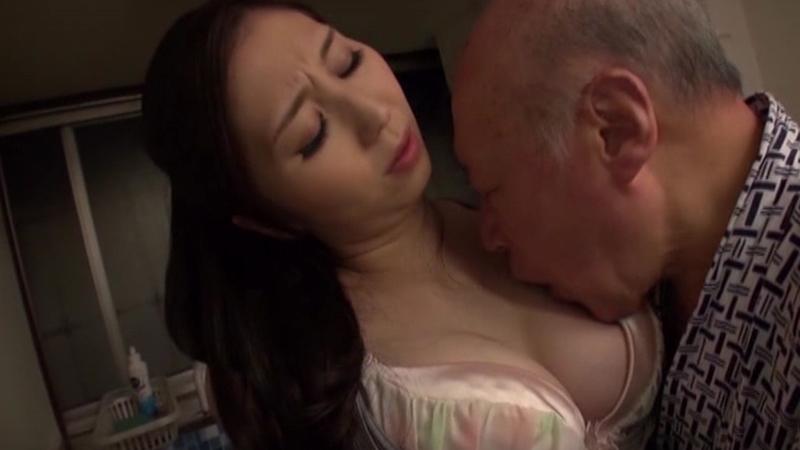 老人たちに寝取られたセックスレスの夫を持つ美巨乳スケベ嫁