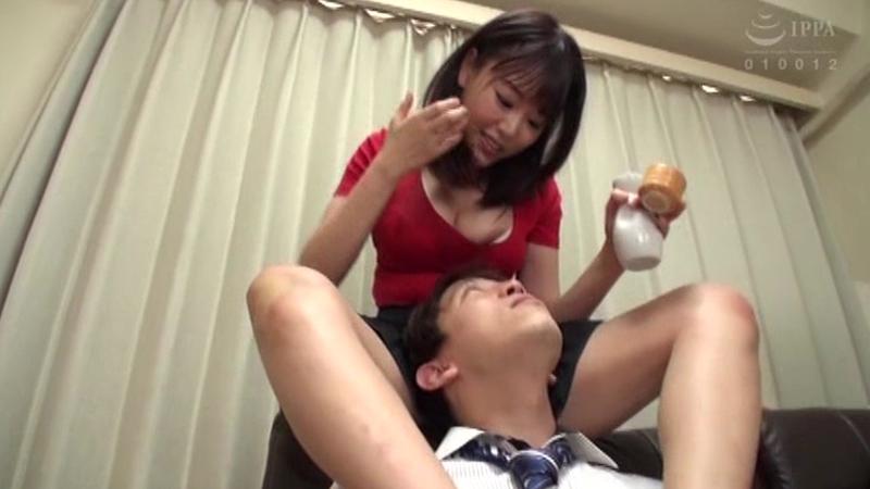 いんらんワカメ酒 浜崎真緒 愛液混じりの美酒で乾杯してみたくない?