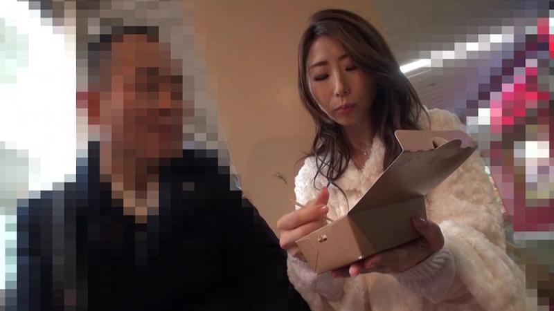 篠田あゆみ 素人おじさんと、エロ酔いお散歩デート【新作】