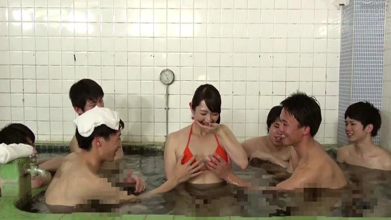一般男女モニタリングAV 巨乳人妻さん 15年ぶりのビキニ姿で男湯に入って体育会系(アスリート)男子学生と初めての密着泡洗体してみませんか?「おばさんなんかで興奮してくれてるの…?」【新作】【予約】