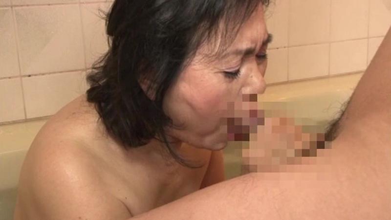 息子の喘ぎ声と母の鳴き声が響き渡る、ご近所でも有名な近親相姦母子【新作】