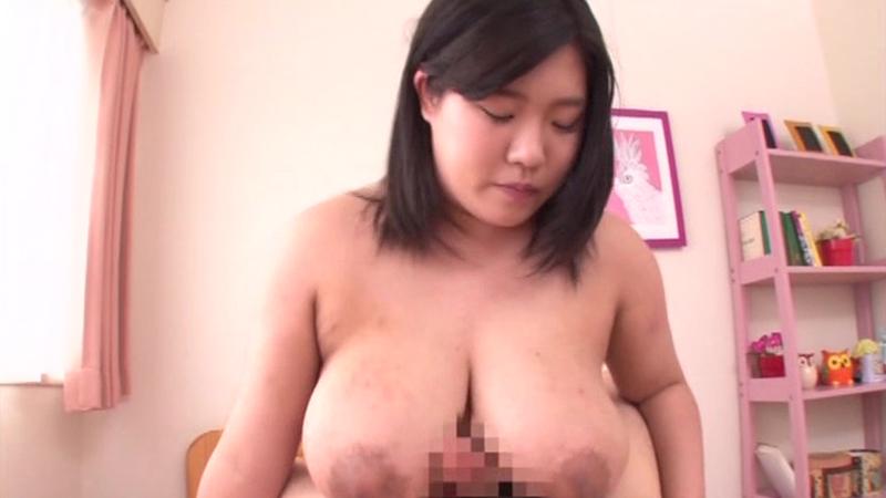 巨大乳房のパイズリ 高崎莉依 かわいい顔して責め上手