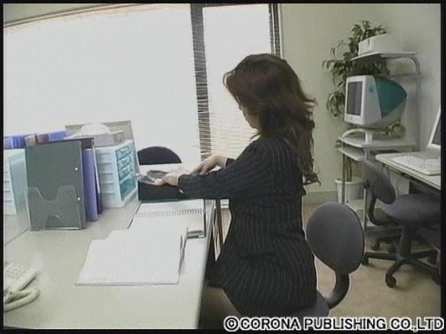 エロ動画、潮吹きの三十路妻たちの濃厚SEX中出しフィニッシュに悶える人妻の表紙画像