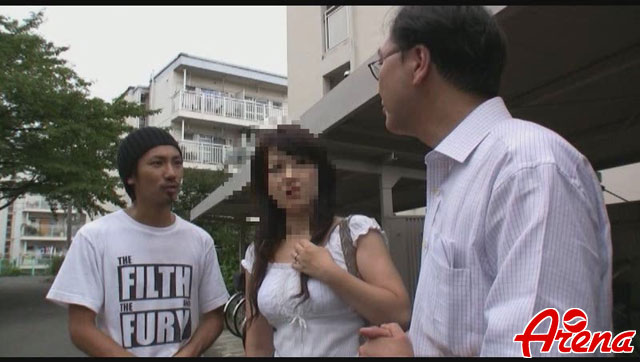 【エロ動画】団地限定!素人熟女ナンパ3のエロ画像1枚目
