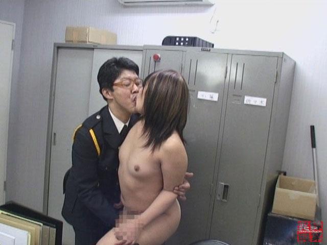 【エロ動画】都内某デパート警備員室 猥褻映像集のエロ画像1枚目