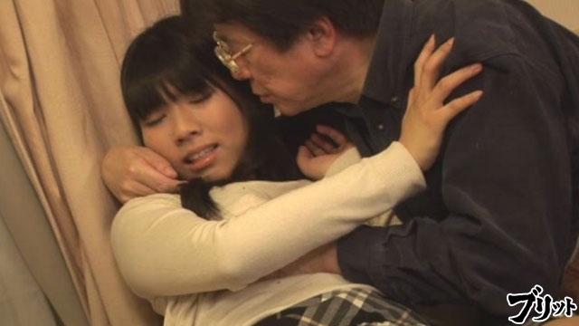 【エロ動画】大きいおっぱい大好き 中年男がピチピチ娘ハンティングのエロ画像1枚目