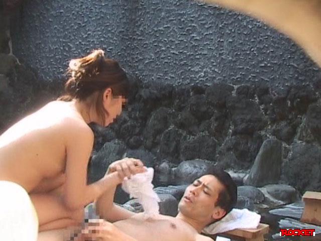 【エロ動画】混浴露天風呂で女の子と仲良くなって、セックスできるのか!? 3 ユーザー皆様の願望を検証します! シリーズのエロ画像1枚目