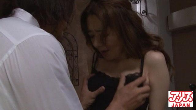 【エロ動画】喪服の貴婦人 〜濡れたストッキング〜 真梨邑ケイのエロ画像1枚目