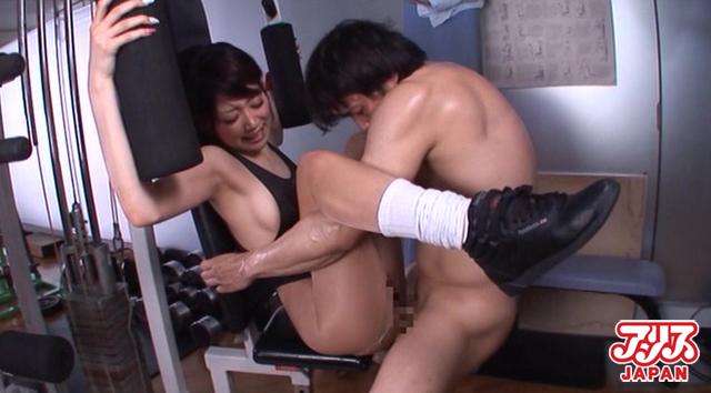 【エロ動画】スポーツジムの女 優希まことのエロ画像1枚目