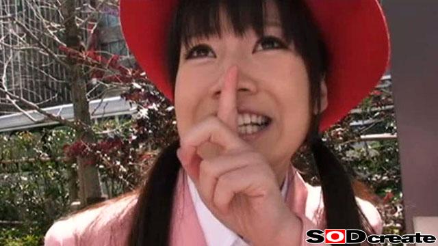エロ動画、現役バスガイドお仕事中にAVデビュー!!の表紙画像