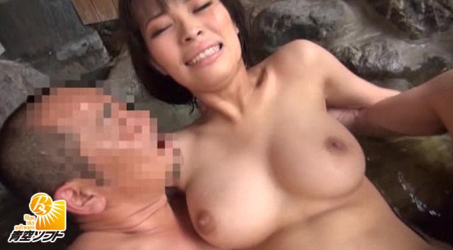 【エロ動画】露天風呂レイプ盗撮のエロ画像1枚目