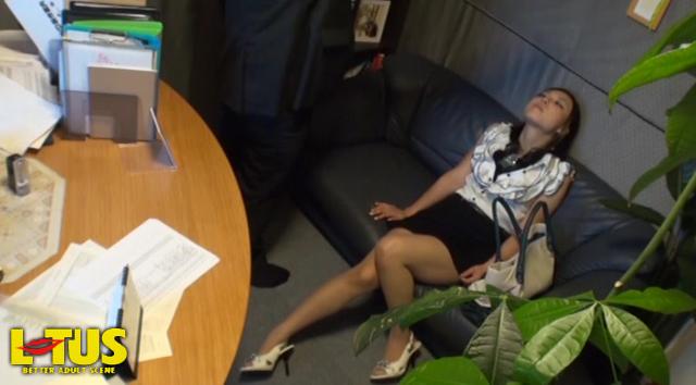 【エロ動画】人妻催眠中出しのエロ画像1枚目