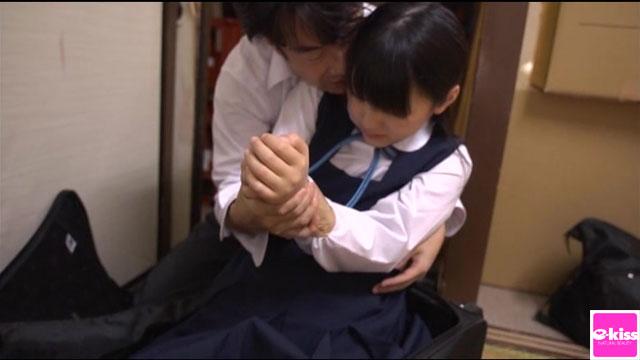 【エロ動画】美少女調教 ダンボール箱に監禁された女子校生つなのエロ画像1枚目